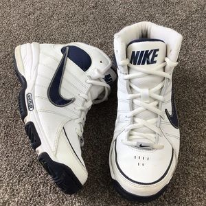 NIKE Team Trust 3 Basketball Shoes Size 4.5 Youth